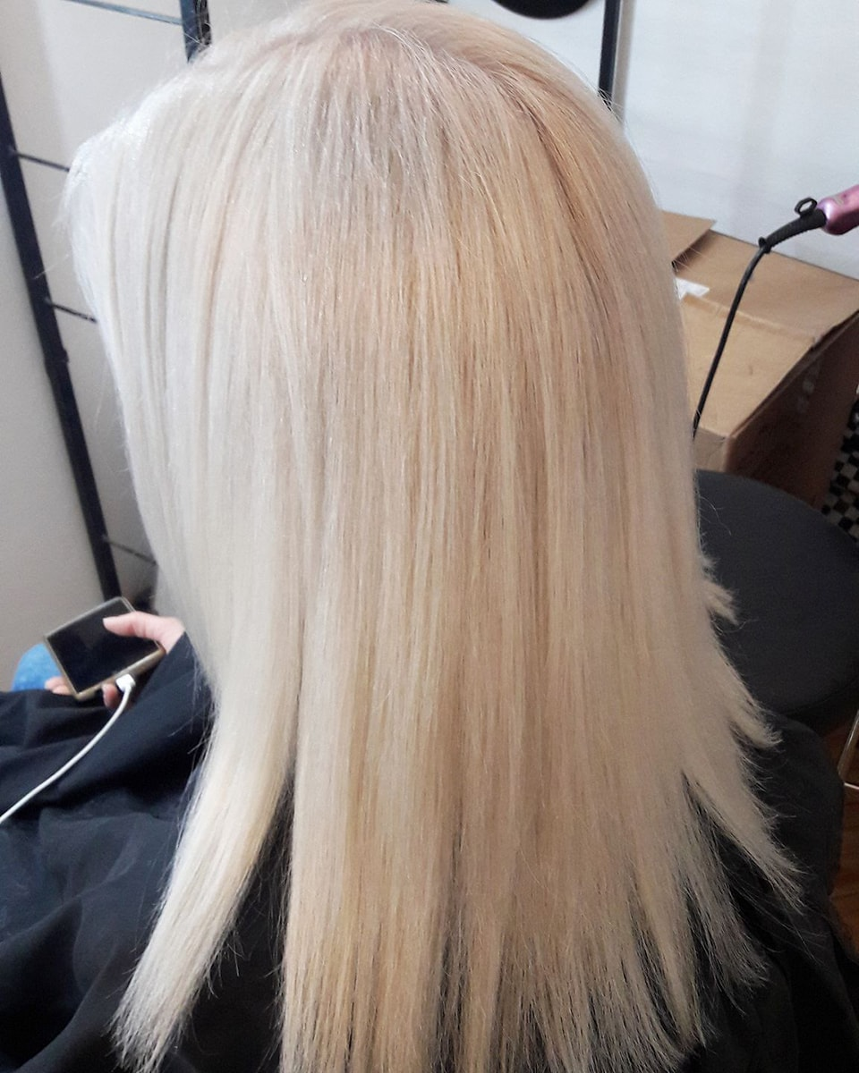 Frau Schneider Stylist Vienna - Haircut - Dyed Hair (10)