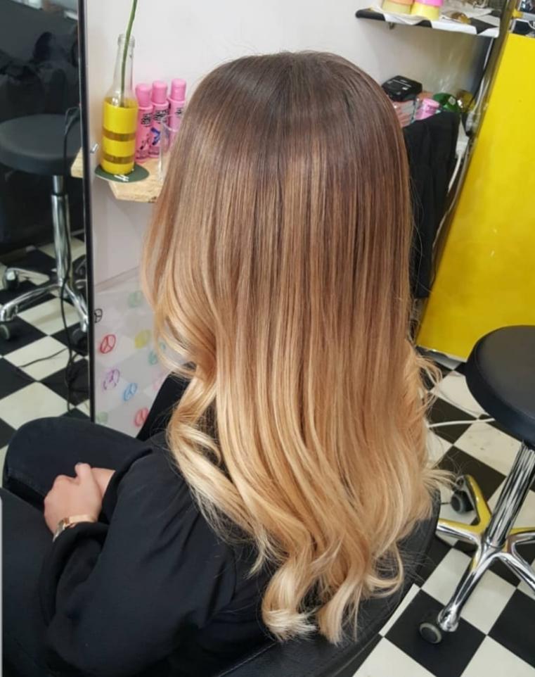 Stylistin Wien - Frau Schneider - Haare färben und stylen